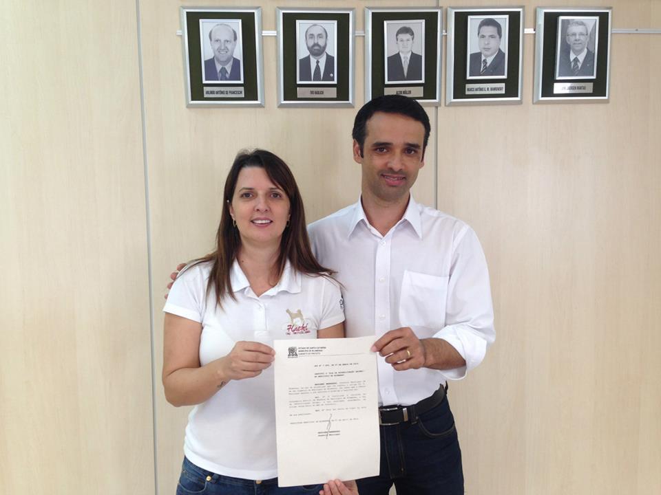 Sueli Amaral - Presidente Hachi Ong e Vereador Marcos da Rosa.